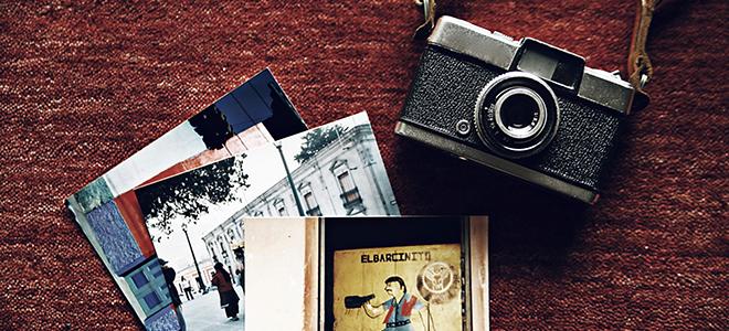 カメラと思い出の詰まった写真